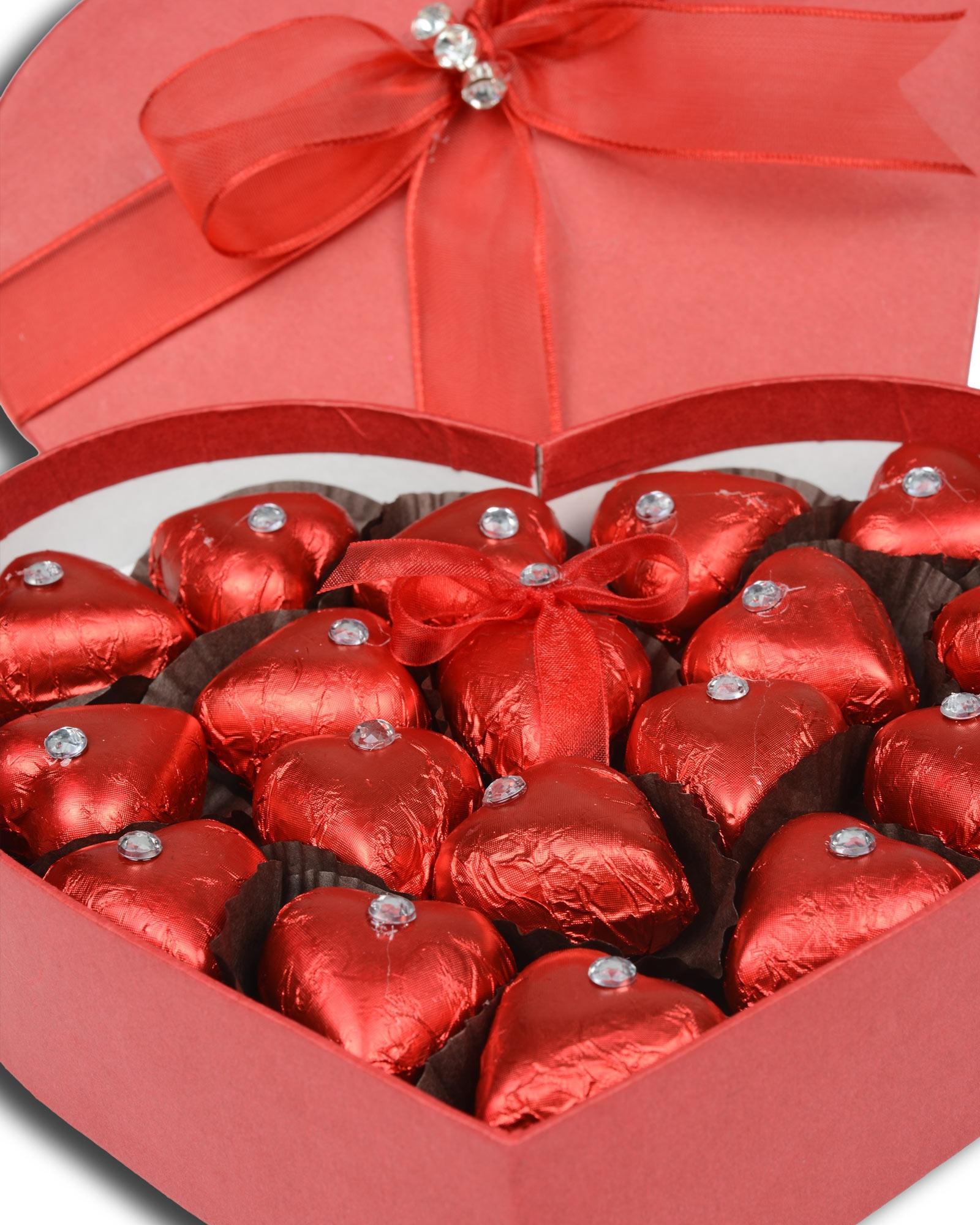 Kırmızı Kalpli Sevgiliye Çikolata Kutusu  1