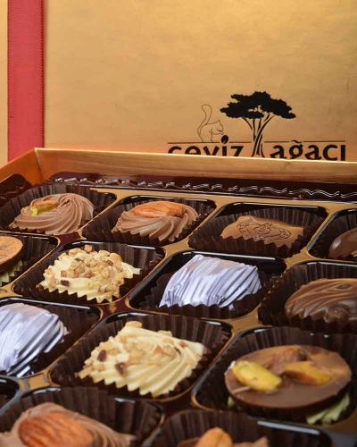 Altın 32'li Çikolata Kutusu 4