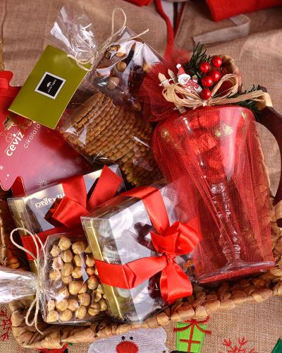 Çikolatalı Yılbaşı Sepeti 4