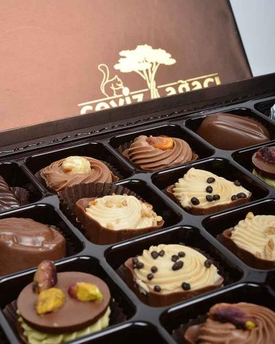 Kahverengi 24'lü Çikolata Kutusu 2