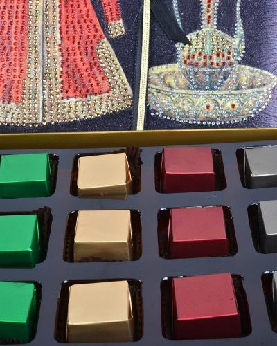 Kırmızı Kaftan 24'lü Çikolata Kutusu 2