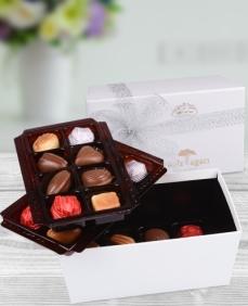 Beyaz Üç Katlı Bayram Çikolataları